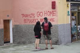 El pleno del Parlament rechaza condenar los actos vandálicos contra el turismo