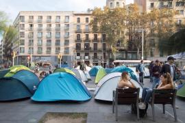 Acampada indefinida de estudiantes en Barcelona por la «represión»