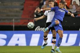 Valencia y Sevilla firman tablas en un partido bronco e intenso