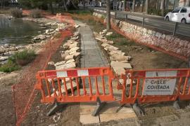 Rompen, de noche, el nuevo polémico camino que se construye junto al mar en Portocolom