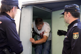 Un hombre y su hijo reducen a un ladrón que entró a robar de madrugada en su casa de Palma