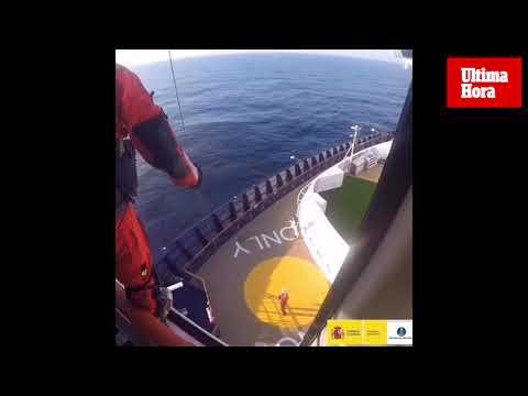 Salvamento Marítimo evacua a un pasajero a 30 millas de Formentera