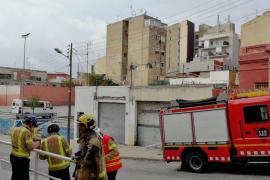Desalojan en Badalona 14 fincas junto a un edificio deteriorado