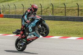 Quartararo fuerza el error de Márquez y logra la 'pole en Malasia
