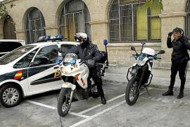 Acepta dos años de tratamiento psiquiátrico por agredir a una mujer tras huir de la policía en Palma