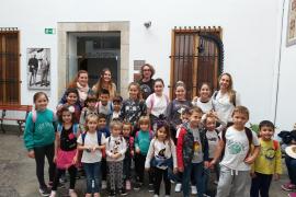 Alumnes del CEIP S'Olivar de Moscari, viatjaren amb el Tren de Sóller per visitar el Museu Modernista Ca'n Prunera