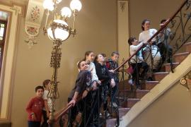 Alumnes del CEIP S'Olivar de Moscari, viatjaren amb el Tren de Sóller per visitar el Museu Modernista C'an Prunera