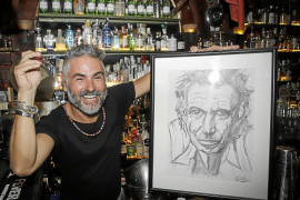 Un barman con mucho arte