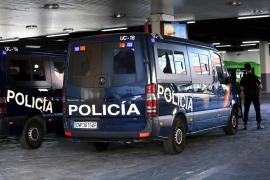 Intentan atropellar a un joven a gran velocidad en Palma, se accidentan y acaban detenidos