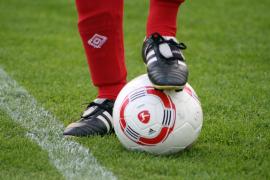 Famosos solidarios se calzan en Palma las botas de fútbol por una buena causa