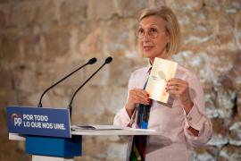 Rosa Díez pide el voto para Pablo Casado en un acto del PP en Barcelona