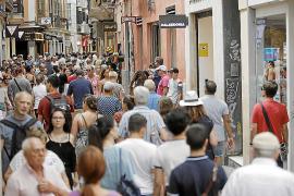 El centro de Palma, intransitable por los turistas