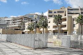 Vecinos de Can Barbarà en Palma critican la usurpación de parte del espacio público