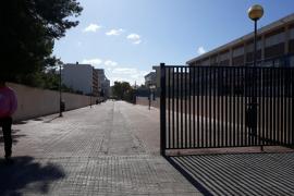 Denuncian el intento de cierre del acceso al CEIP Es Tamarells
