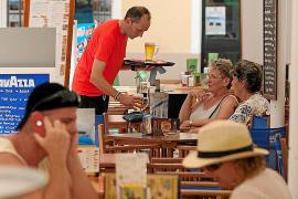 Uno de cada dos contratos temporales revisados en verano en Baleares era fraudulento