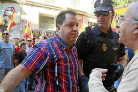 El fiscal también pide cárcel por el ataque contra un tenderete de los soberanistas en Palma