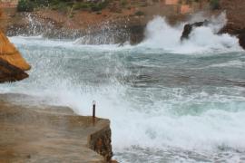 Mallorca estará mañana en alerta por olas y fuertes rachas de viento
