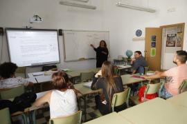 El Govern flexibiliza la Educación Secundaria para adultos