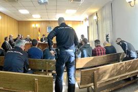 Siete acusados se niegan a declarar en Palma por el robo de 1.750 litros de gasoil