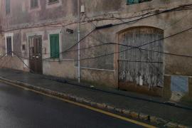 Un camión arranca 30 metros de cable telefónico en s'Aranjassa