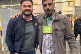 Polémica por la foto de Rufián con representantes de Vox