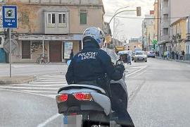 Policías locales de Palma utilizan sus motos y coches particulares para ir a los servicios