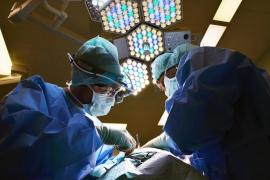 Los tendones de un padre reparan los ligamentos de su hijo