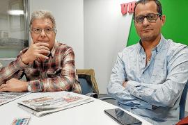 Rafel Oliver y Baldomero Calmaestra, en los estudios de 'Ultima Hora'