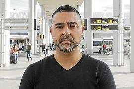 Andrés Roig, pasajero al que le cobraron un plus por su hijo de dos años