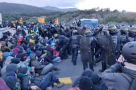 Desalojan a los convocados por Tsunami Democràtic en La Jonquera