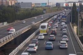 El Govern justifica destinar la ecotasa al metro porque «reducirá coches en la Vía de Cintura»