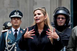 La senadora opositora Jeanine Añez asume la Presidencia de Bolivia