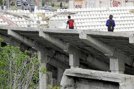 La policía ordena subir las alturas y poner rejillas en el estadio Lluís Sitjar