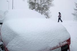 Persisten las intensas nevadas que han teñido de blanco el norte peninsular