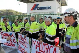 Movilización de trabajadores afectados por el cierre de Cemex