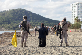 El desembarco militar en Ibiza, en imágenes (Fotos: Daniel Espinosa).