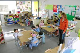 Educació contratará 100 profesores para garantizar la libre elección de lengua