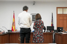 Condenado por agredir a dos policías en la playa de Palmanova
