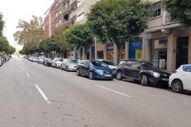 Más de 200 coches estacionan diariamente en doble fila en la calle Ramón y Cajal de Palma