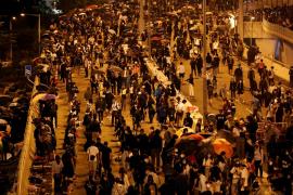 La policía mantiene el asedio a la Politécnica de Hong Kong en medio de los disturbios en apoyo a los estudiantes