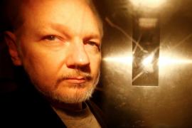 Assange se queja del ordenador que tiene en prisión
