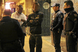 La Policía Nacional realiza de noche una redada en dos locutorios de Son Gotleu