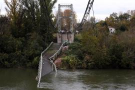 Dos muertos por el derrumbe de un puente en Francia