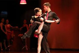 Pasodos baila 'Los giros de la vida en un Tango' en Trui Teatre