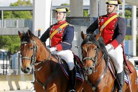 La Guardia Civil conmemora sus 175 años con una exhibición en el puerto de Alcúdia