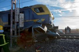 Dos muertos al arrollar un tren a una furgoneta en Manzanares