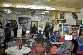 La Policía Local de Palma lleva a cabo una redada en un bar de Son Ferriol