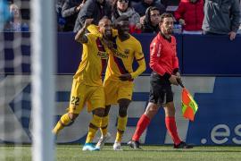 El balón parado evita un nuevo naufragio del Barça en Leganés