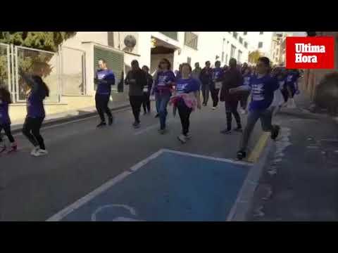 Centenares de personas marchan contra la violencia de género en las calles de Andratx