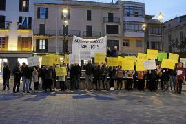 Manifestación de socios y trabajadores del Joan XXIII